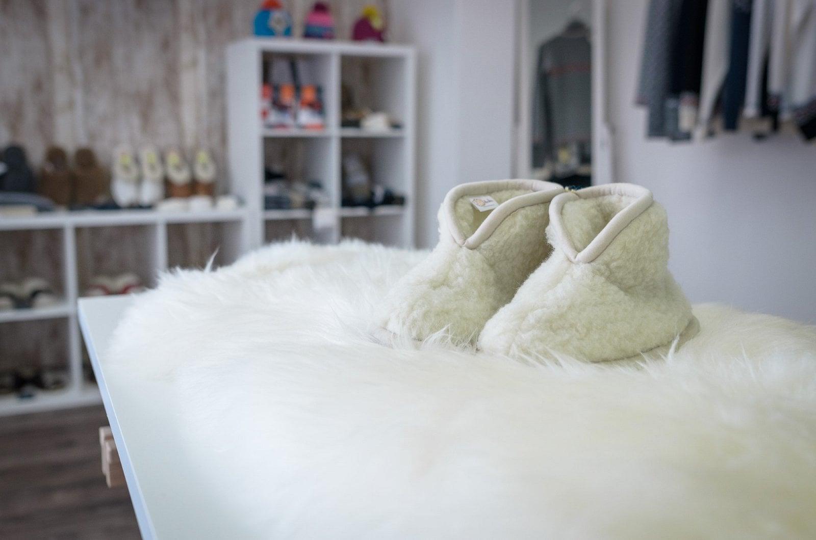 V Ovečkárně seženete vlněné oblečení i doplňky do domácnosti