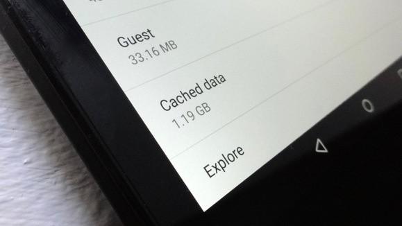 Některé aplikace pro operační systém Android mohou používat tzv. cached data o velikosti i několika set megabajtů či dokonce několika gigabajtů.