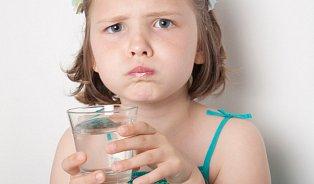 Voda dětem moc chutná, ale hlavně ta sladká