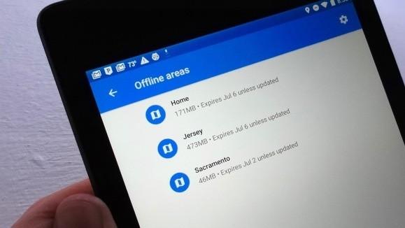 Stačí klepnout na jednu z offline map v aplikaci Mapy Google – poté si můžete vybrat, zda chcete mapu aktualizovat, nebo zda ji chcete smazat (to, pokud máte na mobilním zařízení málo místa).