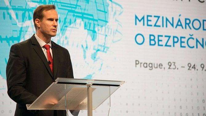 [článek] Trh selhal, jsou potřeba noví dodavatelé, řekli Britové a USA na pražské 5G konferenci