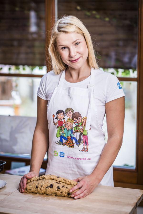 """""""Když připravujeme pestrou stravu, jídlo pro dospělého a dítě se v zásadě lišit nemusí,"""" říká Alena Paldusová ze Zdravé 5"""