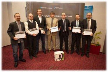 Společná fotografie zástupců vítězných společností spolu s prezidentem Microsoftu pro střední a východní Evropu.