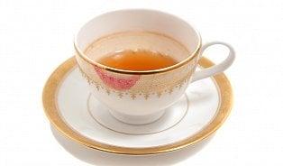 Vitalia.cz: Proč čaj obarví hrnek?