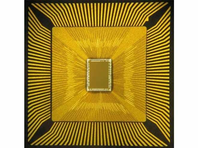 Učí se jako člověk: Tento kognitivní čip se sám naučil hru Pong