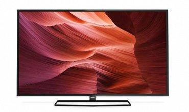 Full HD televizor s lesklou obrazovkou (jako všechny letošní modely) má úzké rámečky a na pevno fixovaný podstavec na kterém se panel nedá natáčet.