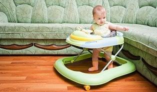 Dětská chodítka, závěsná hopsadla, skákadla: pro děti zcela nevhodné
