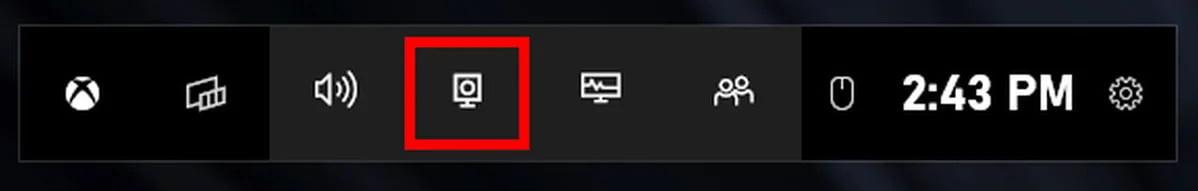 Panel Xbox Game Bar se zvýrazněným tlačítkem pro záznam dění na monitoru.