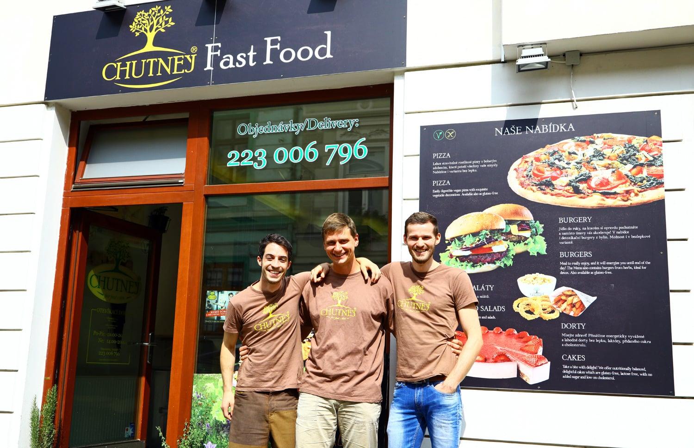 Chutnej Fast Food plný trávy