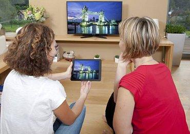 """I levné televizory """"malých"""" značek už dnes mají k dispozici ovládání přes mobil či tablet a někdy také sdílení obrazovky prostřednictvím Wi-Fi Miracast. Nebo dokonce převzetí vysílání z TV tuneru. A to už je opravdová bomba! (Gogen TVL 50248 WEB, 14.990 Kč, 127 cm.)"""