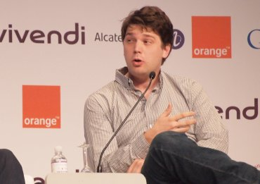 Třicetiletý CEO Grouponu Andrew Mason na nedávném summitu e-G8 v Paříži.