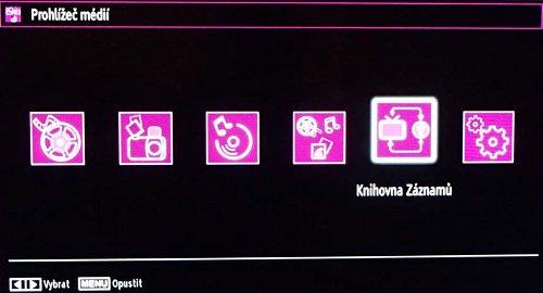 Přes menu multimédií máte k dispozici i nahrávky pořadů. Z EPG se – pokud je to možné – vezme i název pořadu v češtině, jak je vidět na dalším obrázku.