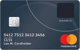 Biometrická debetní karta MasteCard. Potvrzení transakce pomocí otisku prstu. Zkušební provoz proběhl v Jihoafrické republice u zaměstnanců řetězce supermarketů Pick n Pay a banky Absa Bank. (04/2017)