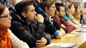 Účastníci jazykových kurzů ztratí od září statut studenta. Naději alemají