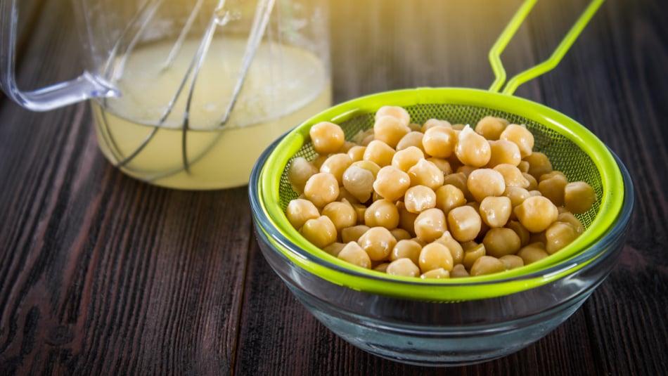 Aquafaba: Proč nálev zcizrny vylévat, když zněj můžete mít skvělou majonézu