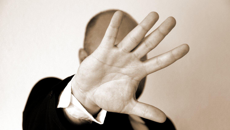 Zároveň to však vede k tomu, že pití a drogy v práci přestávají být pro řadu profesí tabu.
