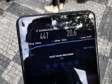 Reálné naměřené rychlosti 5G sítě O2 na 3,7 GHz na Náměstí Míru v Praze