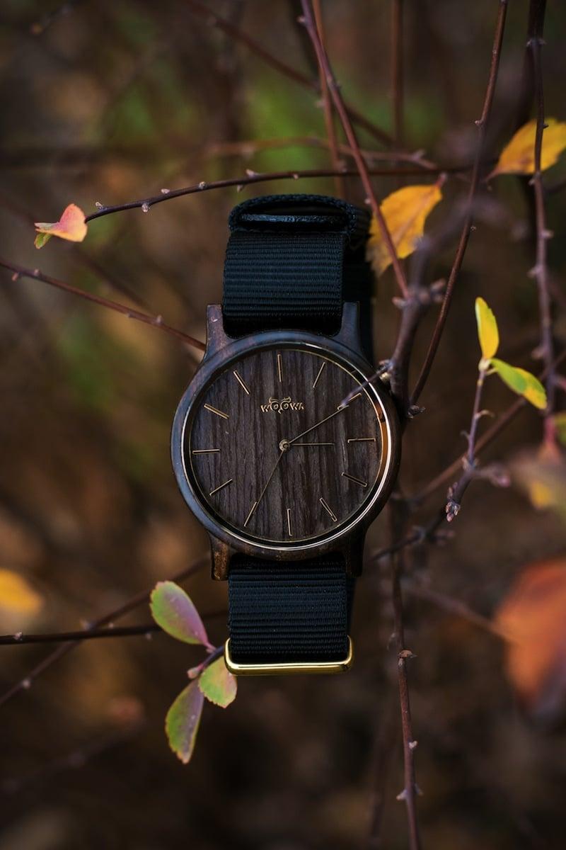 Pavel Tesařík prorazil s dřevěnými hodinkami značky WOOWA.