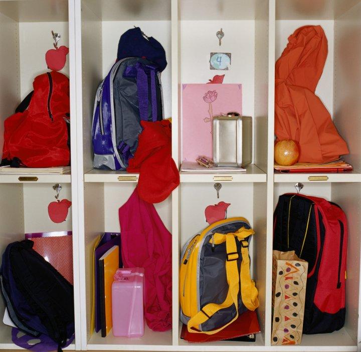 cbdbbf27774 Školní tašky - boj mezi Hello Kitty z tržnice a kvalitní