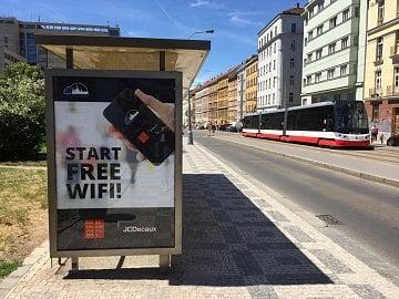 Jedna z prvních pražských zastávek MHD s vysokorychlostním připojením k internetu