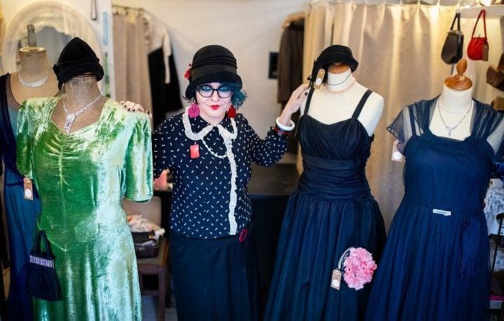 Staré šaty stojí tisíce a lidé je pálí. Své o tom ví obchodnice s ... 5ff8caa17d