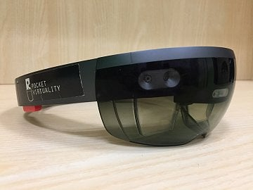 HoloLens a Pocket Virtuality