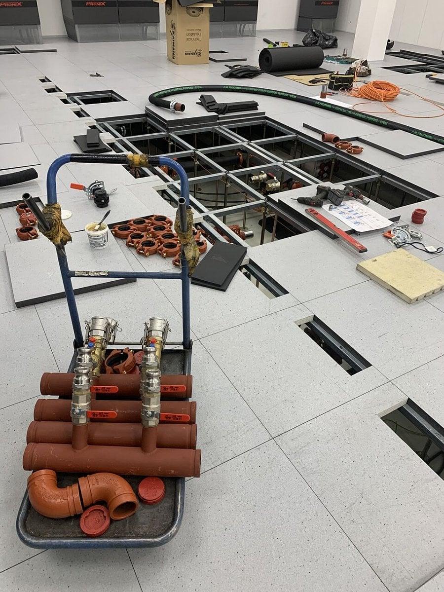 Instalace superpočítače Karolina na IT4Innovations v Ostravě