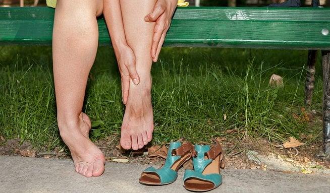 Oteklá noha či nohy ukazují na žilní onemocnění - Vitalia.cz ed881a4ee9
