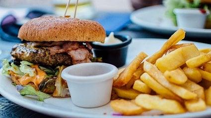 Vitalia.cz: Spočítáno: co obsahuje jedno fast-food menu