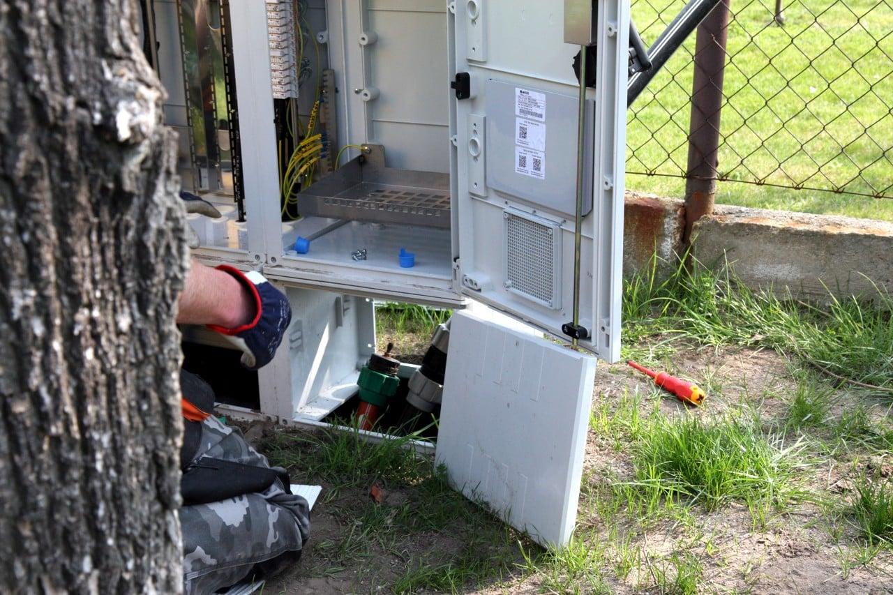 Fotoreportáž: Jak se zafukuje optika do DSLAM