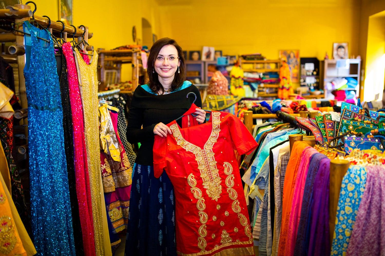 Prodává indické oblečení, které sama vybírá. Podívejte se