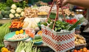 Nákupy bez igelitek: vsupermarketu a teď ina farmářskémtrhu