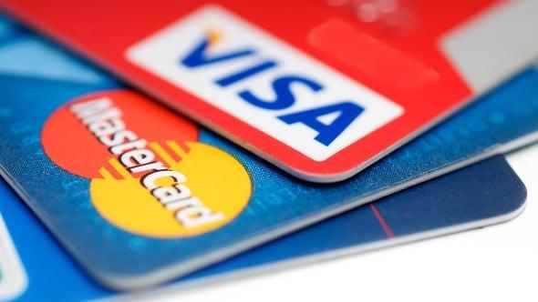 Test kurzů platebních karet včetně fintechů Curve, Revolut, Twisto