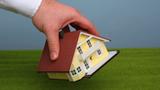 Při prodeji nemovitosti kontrolujte znění smlouvy. Irealitky anotáři chybují