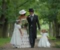 Výslech - svatební šaty - malý