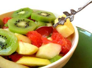 Nemoci-a-urazy-jarni-unava-ovocny-salat