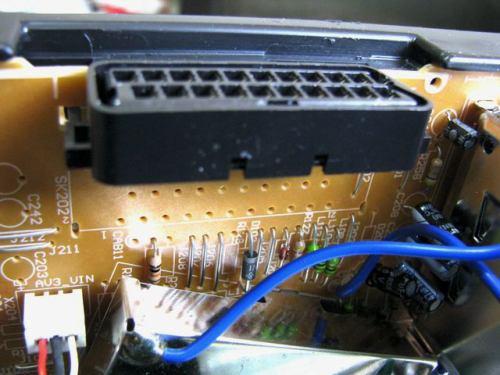 Sencor STV 2112DVBT - vnitřek AV3 SCART