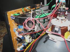 Sencor STV 2112DVBT - vnitřek 1