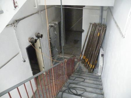 Wedos: Nový vstup, který byl do betonu vyřezán speciální pilou