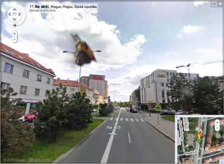 Google Street View - Motýlek na skle