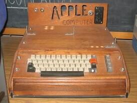počítač Apple I v dřevěném obalu