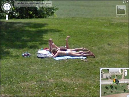 Google Street View - studenti v Technologické